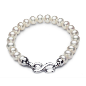 white pearls chic bracelet